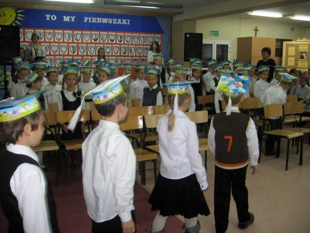 Oglądasz obraz z artykułu: Pasowanie dzieci klas pierwszych